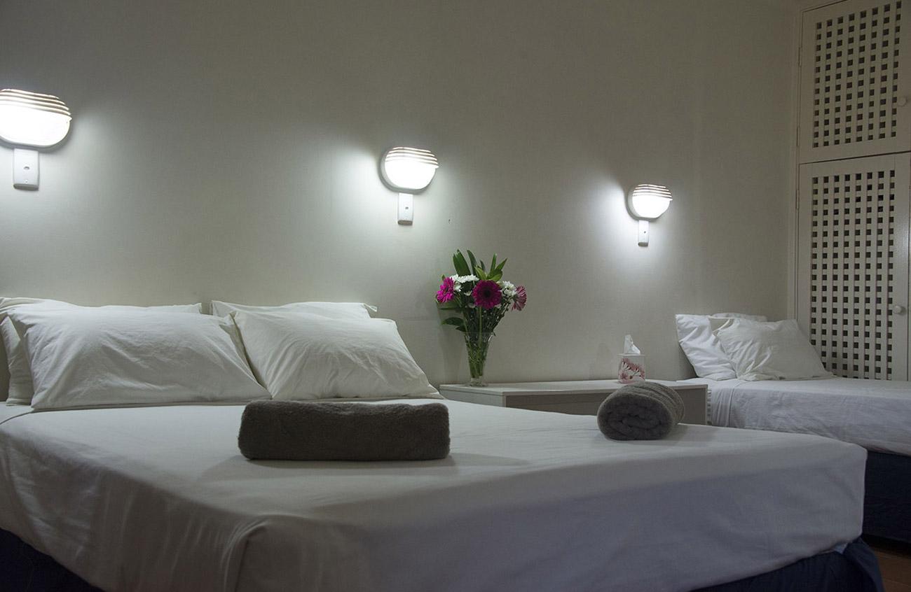 Roey Hotel motel room